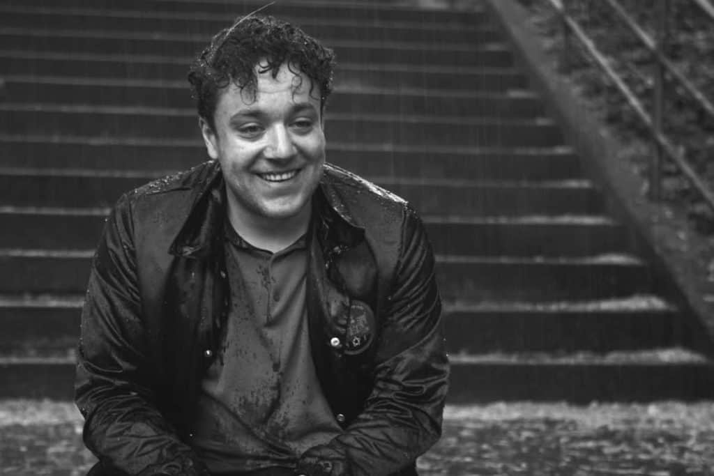 "Autor und Comedian Jakob Schreier als Jaksch in der Comedy-Serie ""Fett und Fett"""