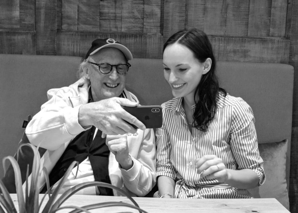Autorin und Comedienne Jenny Kallenbrunnen mit Otto Waalkes