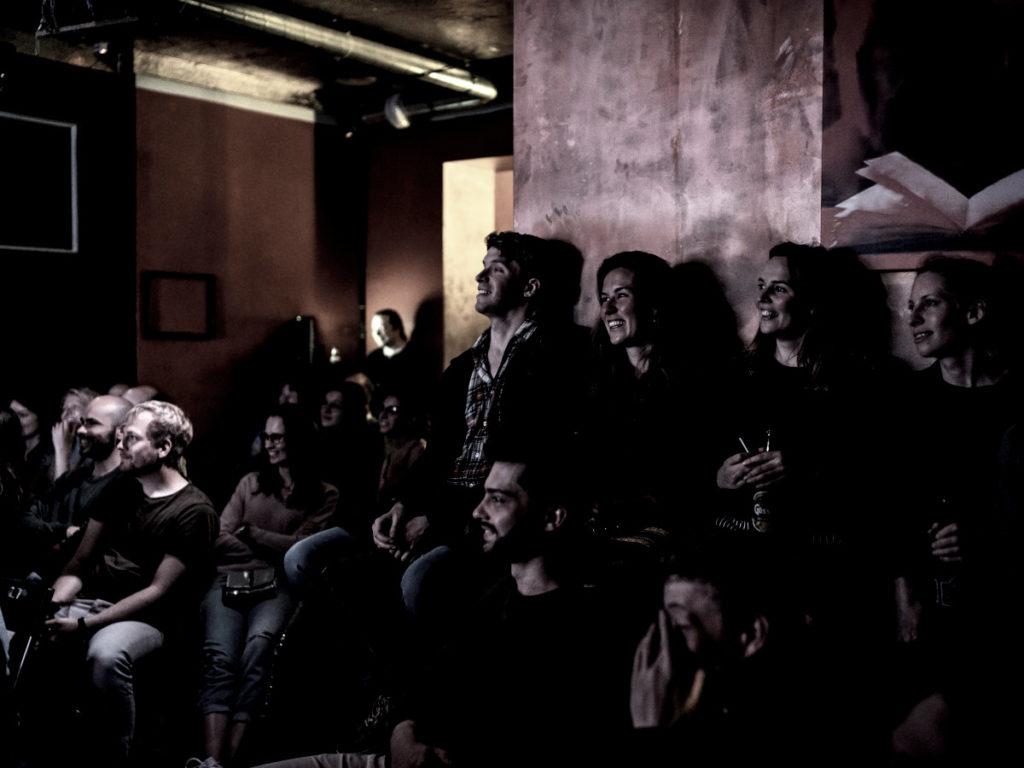 Szene-Publikum bei einer Show im Mad Monkey Room in Berlin
