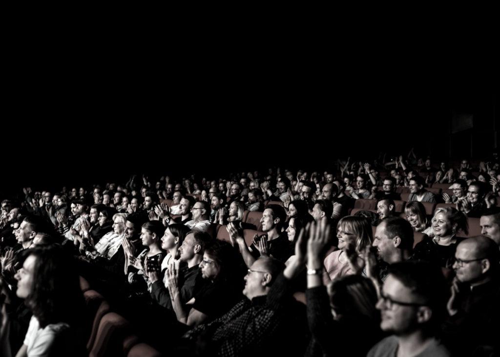 Publikum bei einer Stand-up-Show in der Urania in Berlin: Wenn die Industrie an die Szene andockt