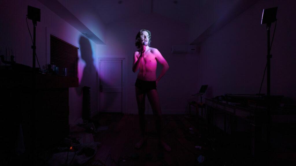 Lichtinstallation mit Bo Burnham